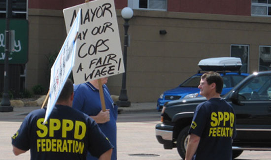 cops_picket