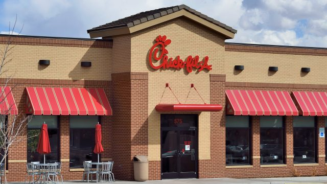 Chick-Fil-A customer door-checks fleeing suspect
